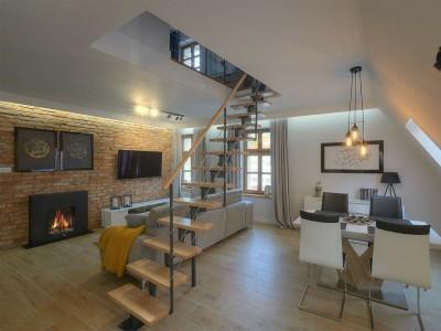 Интерьерные лестницы из металла и дерева