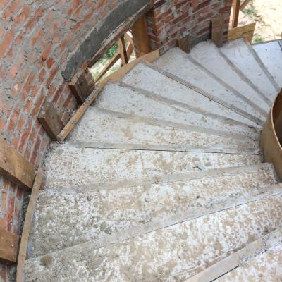 Круговая монолитная лестница из бетона