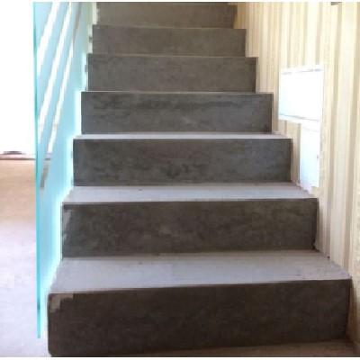 Прямая маршевая лестница в доме