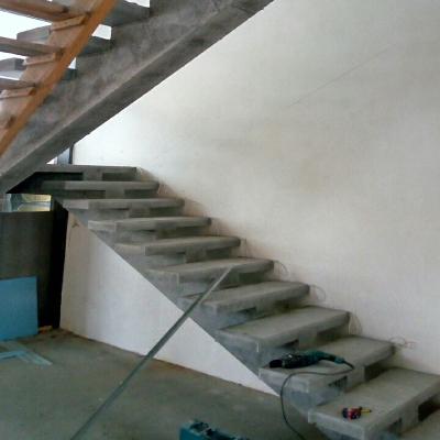 Прямая гладкоподшитая бетонная лестница