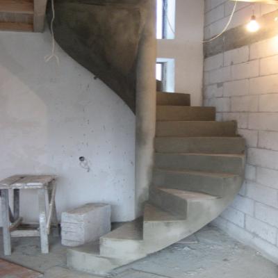 Винтовая монолитная лестница из бетона