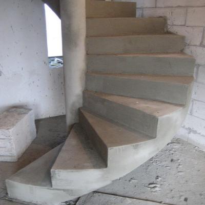 Бетонні гвинтові сходи з центральним стовпом