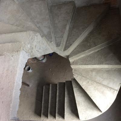 Спиральная монолитная лестница на второй этаж