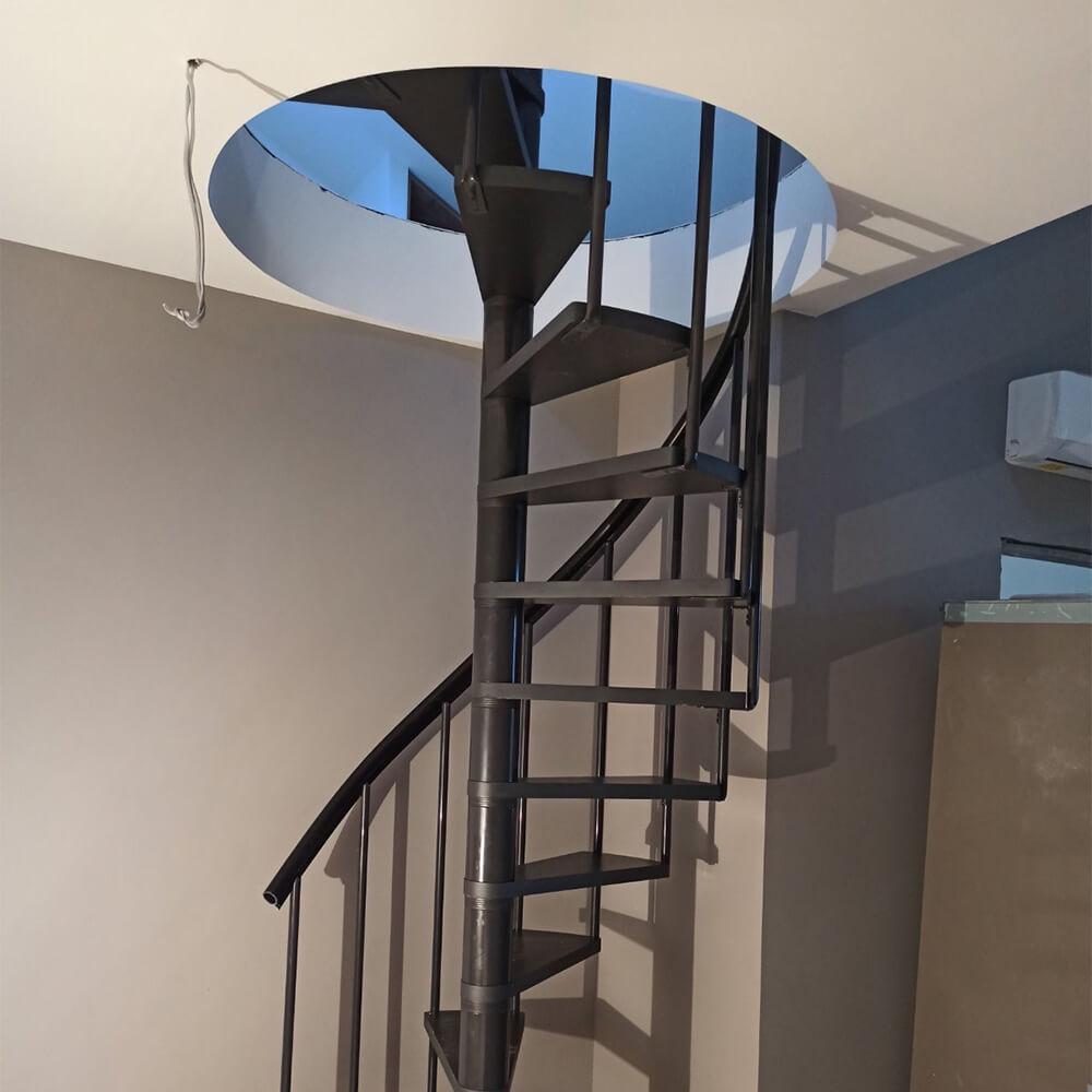 Фото: Гвинтові сходи для будинку Calgary