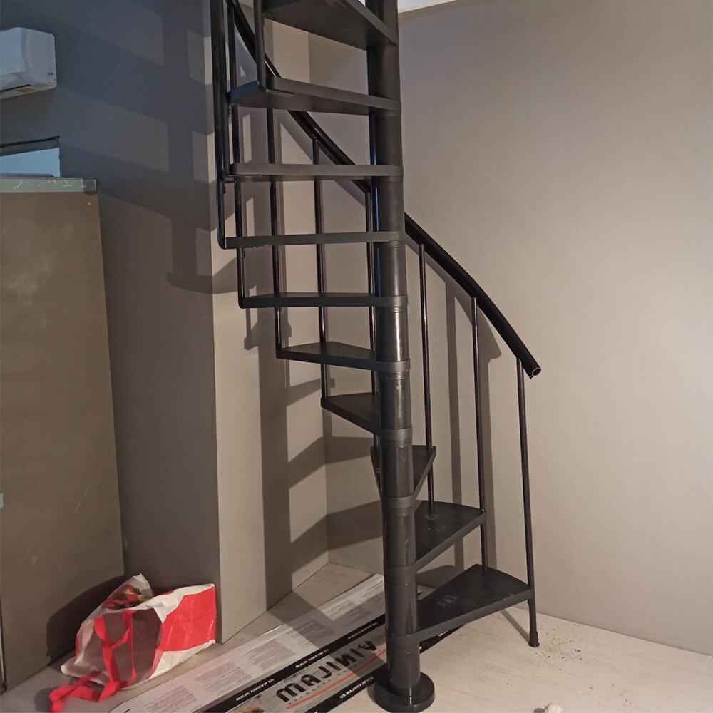 Фото: Гвинтові сходи DOLLE Calgary для будинку