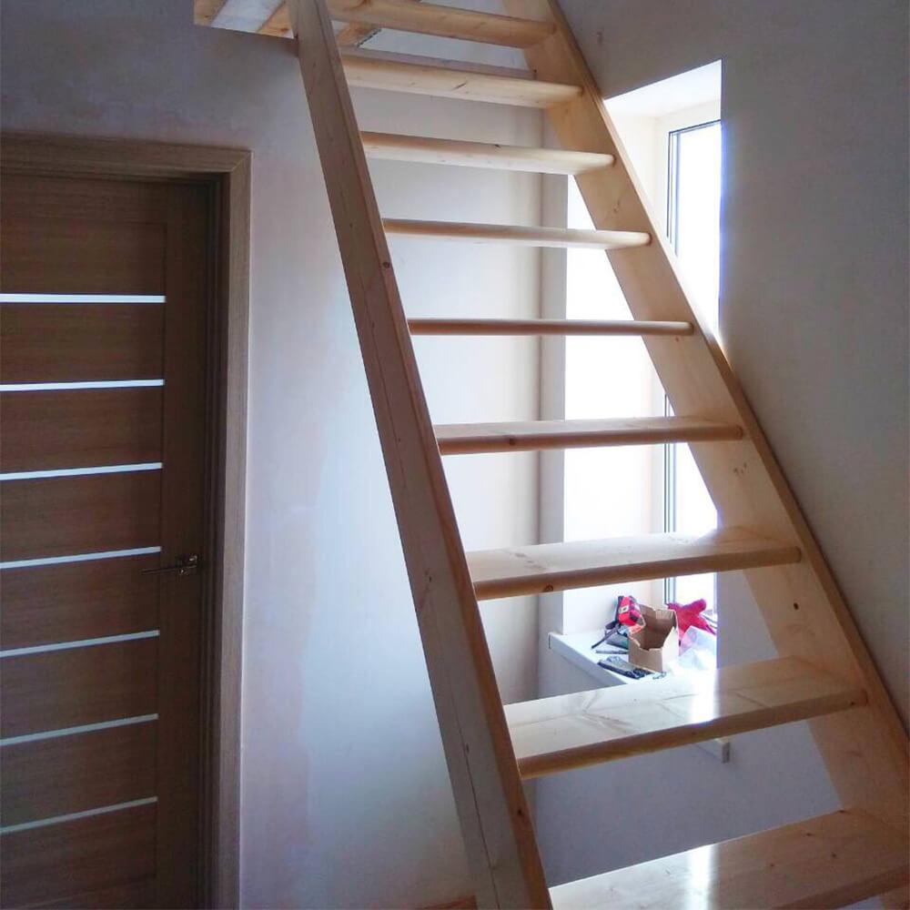 Фото Класичні сходи на другий поверх від DOLLE