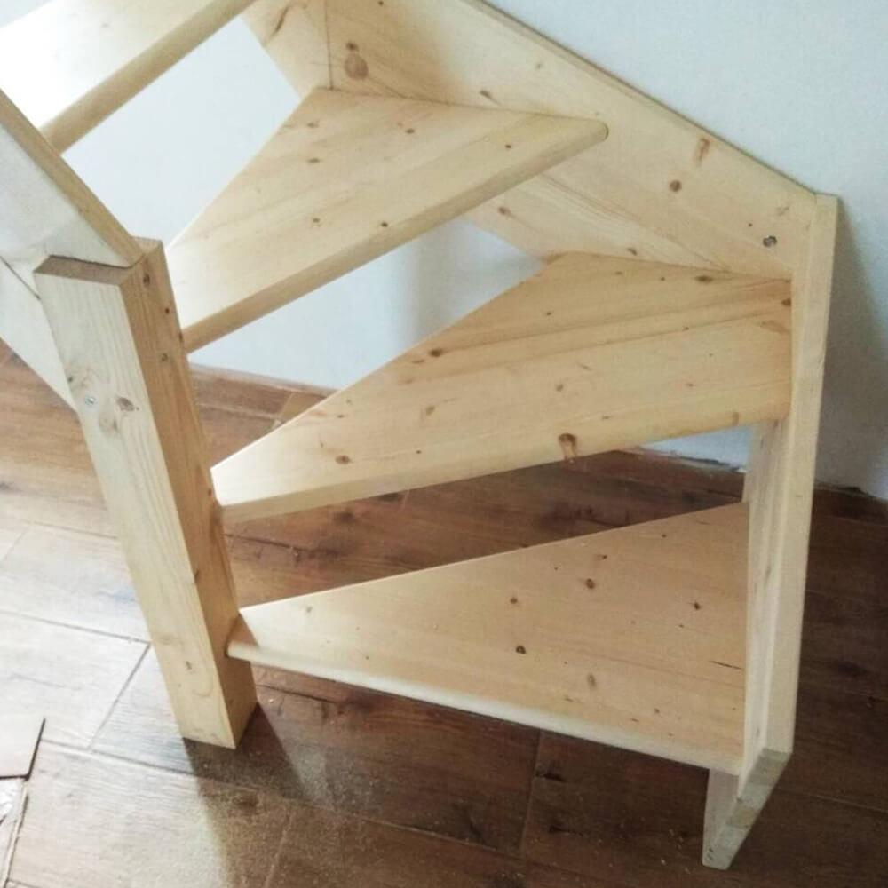 Фото Деревянные лестницы с забежными ступенями
