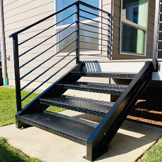 Фото Металлическая лестница на террасу