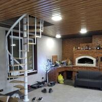 фото Винтовая лестница на дачу