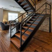 фото Отделка металлической лестницы деревом